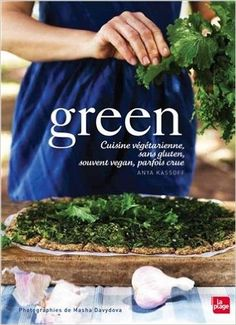 Livre Green de Anya Kassof - Green, cuisine végétarienne, vegan, sans gluten ou crue. Vous trouverez dans ce livre, des recettes végétariennes, souvent vegan, généralement sans gluten. Une initiation à de nouveaux aliments-santé, de nouveaux savoir-faire expliqués très en détails et de l'inspiration et des idées pour composer les fameuses assiettes hautes en couleurs qui ont fait le succès international d'Anya Kassoff. Disponible chez Editions La Plage.