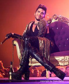 He looks like he is thinking, 'Omg, I'm like so fabulous~' lol!