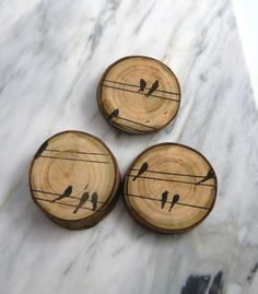 Magnet Wood Magnet Bird Wood Magnet Rustic Magnet… Not a magnet but great idea… – Holz Wood Slice Crafts, Wood Burning Crafts, Wood Burning Patterns, Wood Burning Art, Wood Crafts, Wood Projects, Woodworking Projects, Decoration Entree, Deco Nature