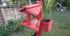 My sister's birthday was a couple of weeks ago and she wanted a bird table, so this weekend I finally got round to it! I made this mostly on the fly so I'm afra…
