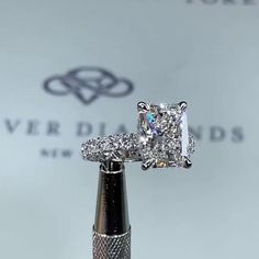 Radiant Engagement Rings, Big Engagement Rings, Pretty Rings, Beautiful Rings, Couple Ring Design, Unique Diamond Rings, Fantasy Jewelry, Ring Verlobung, Luxury Jewelry