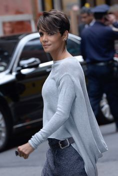 Halle Berry Photos Photos: Celebs at the CBS Upfront Halle Berry Photos - Halle Berry departs the 2014 CBS Upfront at Carnegie Hall on May 2014 in New York City. - Celebs at the CBS Upfront Short Pixie Haircuts, Pixie Hairstyles, Celebrity Hairstyles, Trendy Hairstyles, Shaggy Pixie Cuts, Asymmetrical Pixie, Curly Pixie, Haircut Short, Pixie Bob