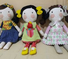 Lindas bonecas de pano by Atelier Brincar com Efeito #atelierbrincarcomefeito  #doll #bonecasdepano #handmadedoll #dressupdoll #fabricdoll
