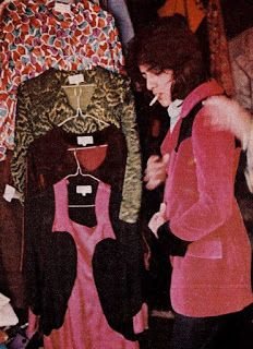 Nigel Weymouth (right) outside Granny's in 1966 A boutique called Granny Takes a Trip had opened its doors in December 1965 . 60s And 70s Fashion, Pop Fashion, Retro Fashion, Vintage Fashion, Patti Hansen, Lauren Hutton, Off Your Rocker, Swinging London, Glam And Glitter