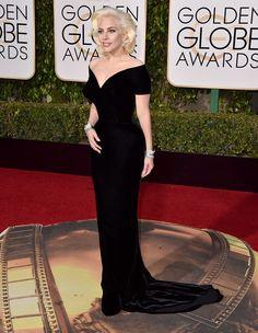 Lady Gaga con vestido de Atelier Versace