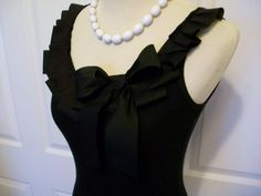 Embellished Tank Top in Gray with Black Ribbon por RaspberryMarket Black Ribbon, Black Ruffle, Diy Vetement, Pretty Black, T Shirt Diy, Diy Clothing, Sewing Tutorials, Diy Fashion, Tank Tops