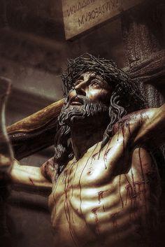 Cofradia de la Siete Palabras y San Juan Evangelista. Semana Santa de Zaragoza 2015. | da oscarpuigdevall