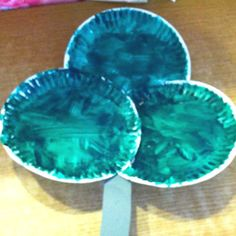 So simple and so great: three paper plates making the leaves on a clover. #kidcrafts