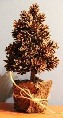 Best 12 images about pinhas – Page 210754457550545687 – SkillOfKing. Pine Cone Art, Pine Cone Crafts, Christmas Projects, Pine Cones, Fall Crafts, Holiday Crafts, Pine Cone Christmas Tree, Rustic Christmas, Simple Christmas
