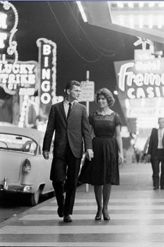 """""""Dress Well. Hardly Anyone Else Does."""" - How to Experience Las Vegas Like a Gentleman"""