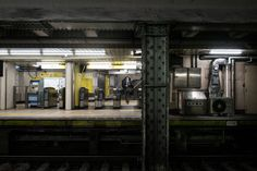 上野広小路駅日比谷線、都営大江戸線、JRに接続し、松坂屋に直結している階段を降りて改札の目の前がすぐホーム