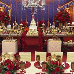 Estou maravilhada com esta festa. Amo demais o tema e a decor ficou fantástica. Repost de  @fabianacoelhosucraria por @lilianecola #ideiasdebolosefestas #ideiasdefestas #inspiração #abelaeafera #festaabelaeafera  #disney #festadisney