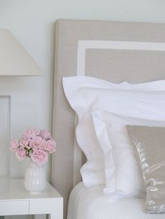 For a Hamptons bedroom - it's really all about linen and fabric headboards.soft palettes of blue greys, natural colours mixed with white. Dream Bedroom, Home Bedroom, Bedroom Decor, Pretty Bedroom, Hamptons Decor, The Hamptons, Hamptons Bedroom, Modern Victorian, Guest Bedrooms