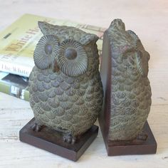 A set of resin Owl bookends .These large handsome dark brown resin owl bookends will look great in a study or livingroom.Their look will also appeal to men who would want them for their home offices or dens.A great gift for a book lover this Christmas and they are bang on trend with the current owl and woodland theme .