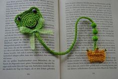 Crochet Frog Prince // Bookmark Frog DIY Source by Crochet Bookmark Pattern, Crochet Bookmarks, Ribbon Bookmarks, Crochet Books, Crochet Gifts, Crochet Frog, Cute Crochet, Crochet Motif, Crochet Stitches