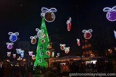 Alumbrado de Navidad en la Plaza de Bibrambla con la Fuente de Neptuno