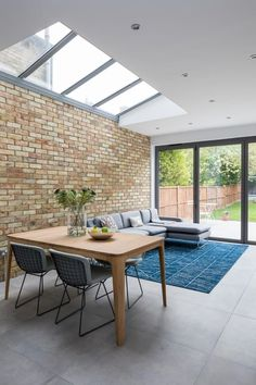 High Barnet Terrace House Transformation: modern Dining room by Model Projects Ltd Dining Room Corner, Family Dining Rooms, New Living Room, Dining Room Design, Kitchen Diner Extension, Kitchen Layout, Kitchen Ideas, Best Dining, Open Plan Living