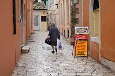 How #accessible is #Greece #travel: Greece-Corfu-accessibility-lady-in-the