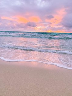 Kailua Sunrise - Oahu, Hawaii Kailua Hawaii, Sunsets Hawaii, Nature Aesthetic, Beach Aesthetic, Beach Sunset Wallpaper, Sunrise Colors, Pretty Sky, Sunset Photos, Hawaii Travel