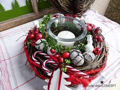 made of: dark nature vine wreath arranged with deco-Ilex garland, Christmas Table Decorations, Christmas Wreaths, Christmas Crafts, Holiday Decor, Candy Cane Poem, Candy Cane Wreath, Vine Wreath, Advent Wreath, Xmas Cards