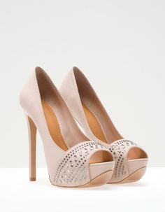 I saw these shoes at stradivarius but I didn't buy them.......turns out stradivarius isn't in the states...... :(
