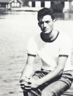"gregorypecks: ""Gregory Peck aged 19. """