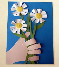 This is a super cute Mother's Day 3D Flower Card that kids can make for Mom.  It's so easy that they can do it without too much adult help!