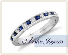 Banda de siete zafiros azules alternados con ocho diamantes redondos con montura de canal en oro blanco de 14lk , brindan un equilibrio perfecto entre la elegancia y el estilo moderno.