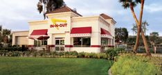 In-N-Out Burger my favorite fast food restaurant ever.I miss california Best Fast Food Burger, Good Burger, Low Calorie Fast Food, Best Burger Restaurants, California Food, Southern California, The 'burbs, In & Out, Secret Menu