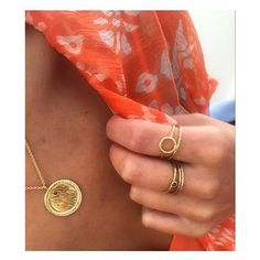 ☀️🍊Orange & Gold in the sunshine today 🍊☀️ Fur & Claw against @cloecassandro looking 👌 Stacking Rings & Pendant available from @humphreybutlerltd - link in bio 🌇