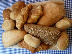 Lekkere biologische afbakbroodjes op een broodplank van HK Living staat mooi op de (paas)ontbijt tafel!