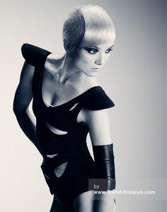 HOB SALONS Kurze Blonde weiblich Gerade Farbige Rasiert Seiten Frauen Haarschnitt Frisuren hairstyles