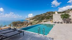 Luxury villa for rent in crete, with 12 bedrooms, up to 28 guests, directly on the beach with walking distance to the village of Arvi, with shops and restaurants Beachfront Rentals, Built In Sofa, Secluded Beach, Spacious Living Room, Maine House, Stunning View, Crete, Luxury Villa, Ibiza