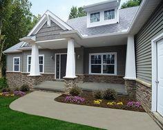 Ideas Exterior Paint Craftsman Ranch Style For 2019 Craftsman Front Porches, Craftsman Home Exterior, Craftsman Ranch, Craftsman Style, Ranch Exterior, Craftsman Columns, Bungalow Exterior, Exterior Siding Colors, House Paint Exterior