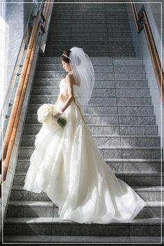 【新婦様からの写真】命が吹き込まれるウェディングブーケ|Flower note の 花日記 (横浜・上大岡 アレンジメント教室) Wedding Dresses, Happy, Flowers, Fashion, Bride Dresses, Moda, Bridal Gowns, Fashion Styles, Weeding Dresses