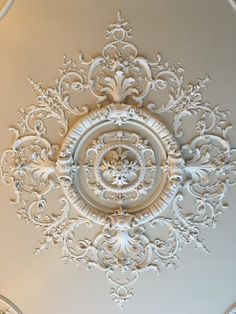 Ceiling Rose, Ceiling Lights, French Living Rooms, House Ceiling Design, Plaster Walls, Ceiling Medallions, Royal Fashion, Living Room Designs, Baroque