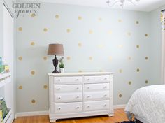 DIY Gold Polka Dot Wall HOW-TO using vinyl stickers from House of Smiths. Maybe put these on the walls of Hallie's closet for a fun touch of wimsy?