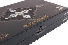 The backgammon set is made from walnut and inlaid white mother of pearl. Brass wire inlaid and created beautiful motifs. It has its own characteristics. You can see the whole beauty of mother of pearl and brass wire all around the backgammon board. Backgammon game will be more aesthetic with this Backgammon Game, Wooden Dice, Gifts For Dad, House Warming, Coffee Shop, Board Games, Decorative Boxes, Logo Design, How To Apply