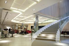 Café de urraca - escalera principal Hotel Alfonso