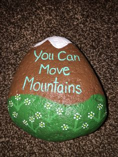 Need painted rock ideas? Get more than 30 easy painted rock ideas - perfect for beginning painters. Here's inspiration and tips! Pebble Painting, Pebble Art, Stone Painting, Diy Painting, Painting Tutorials, Rock Painting Ideas Easy, Rock Painting Designs, Stone Crafts, Rock Crafts