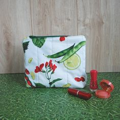 Beans and Lemons Purse https://etsy.me/2Ec2fs6 #etsy #airyfairybags #bagsandpurses #white #beans #lemonpurse #womenbag #makeupbag #vegetableprint #canvaspouch #zipperedpouch #cosmeticpouch #cutebag #giftforher #smalltoiletrybag #veganpurse #minibag #cosmeticstorage