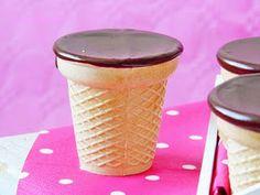 Kakukkfű: Cukormentes téli fagyi házilag Mugs, Tableware, Food, Marketing Ideas, Dinnerware, Tumblers, Tablewares, Essen, Meals