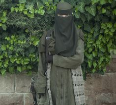 Lovely Muslimah in Green Niqab and Abaya