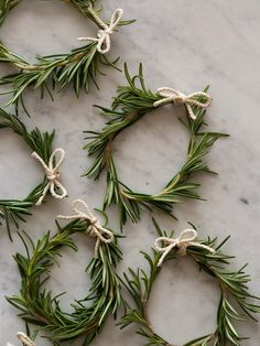 DIY tiny rosemary wreaths by Le Frufrù - Piccola ghirlanda di rosmarino.