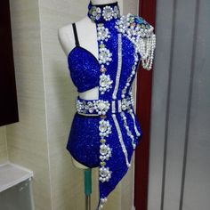 2015 stage costume for singers - since we have a choice, I was just looking at the right side with a different set of fasteners up the middle