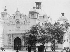 Antigua Iglesia San Carlos, hoy Panteón de los Proceres. Ubicada al costado de la Casona de San Marcos en el Parque Universitario.  Fuente: Lima la Unica