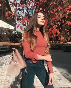Get the latest women street wear swag fashion ideas and the most trending adidas winter outfits for girls. Photography Poses Women, Tumblr Photography, Fashion Photography, Fall Photography, Travel Photography, Girl Photo Poses, Girl Photos, Poses Pour Photoshoot, Foto Top