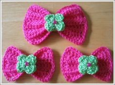 Crochet bow with flower