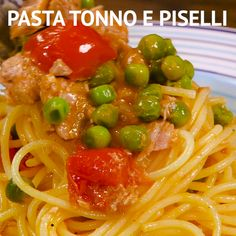 PASTA TUNA AND PEAS: a quick and family friendly first course that will satisfy all tastes at home. Perfect for your last minute dinner! Best Pasta Recipes, Tuna Recipes, Gourmet Recipes, Cooking Recipes, Healthy Recipes, Easy Recipes, Healthy Food, Italian Cookie Recipes, Italian Foods