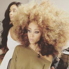 Beautiful Sunflower Afro by Hadiiya Barbel #sunflower #hadiiyabarbel #afro…